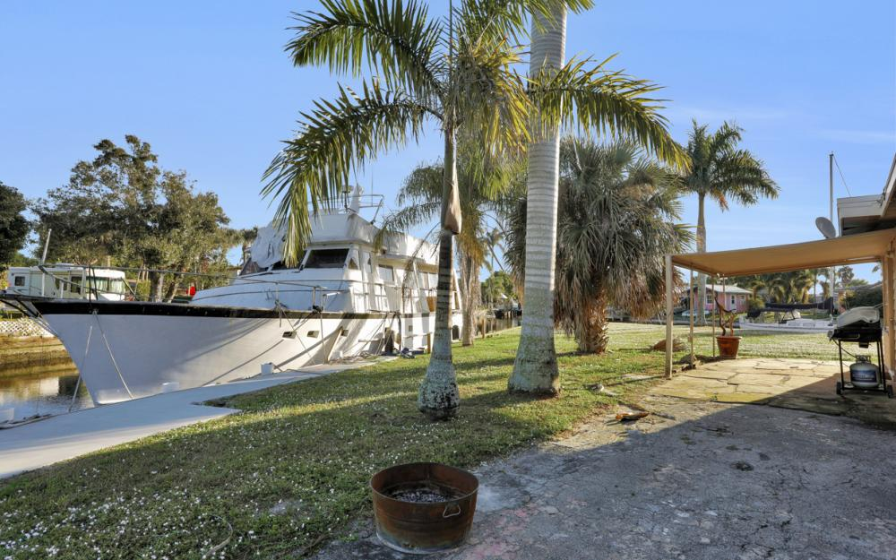 1156 Harbor Dr N. Fort Myers - Home For Sale 87653590