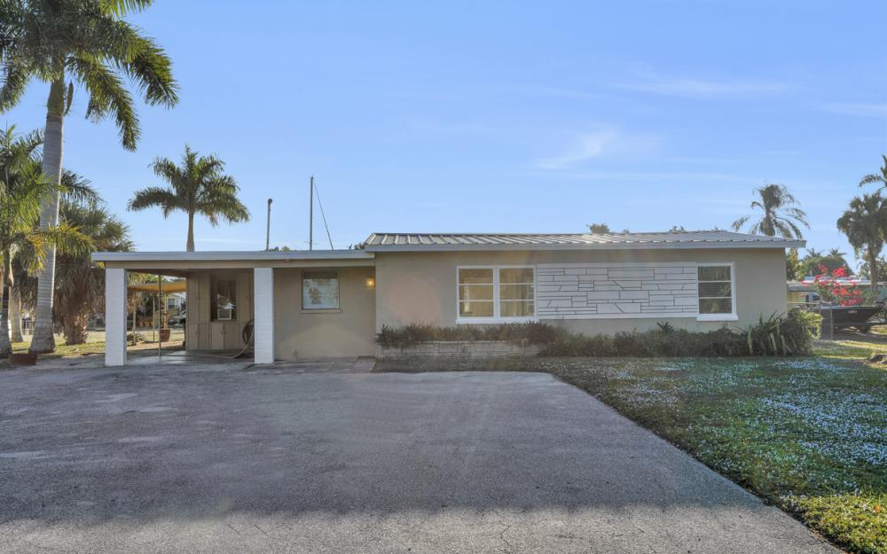 1156 Harbor Dr N. Fort Myers - Home For Sale 1887085647
