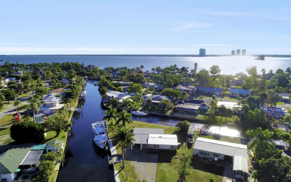 1156 Harbor Dr N. Fort Myers - Home For Sale 1650002696