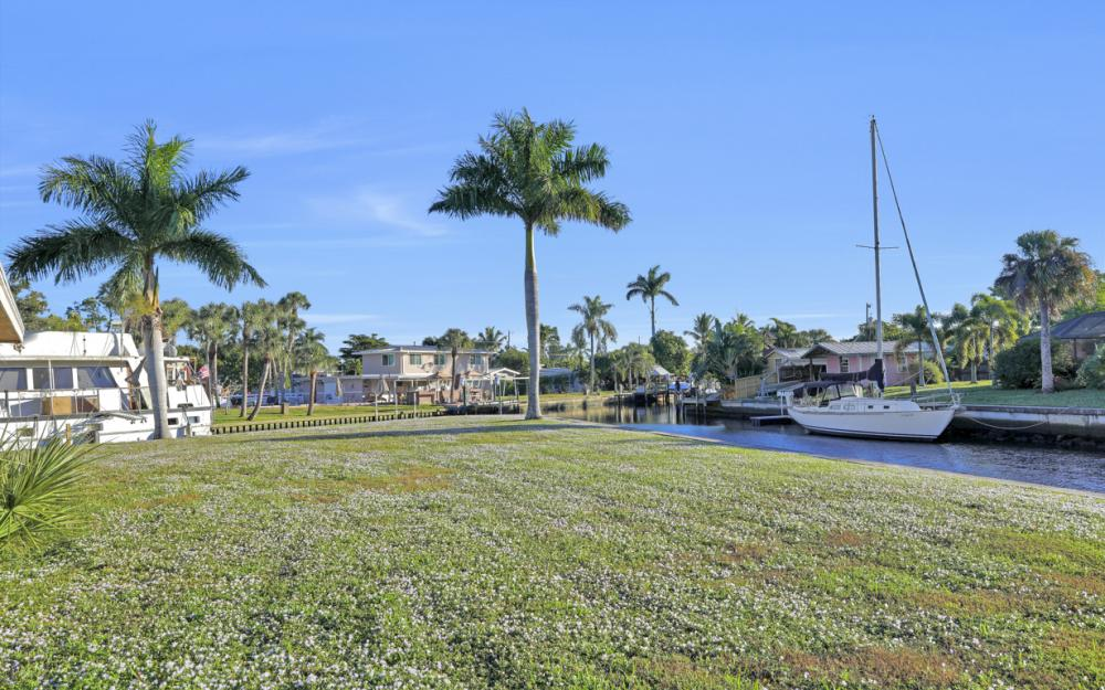 1156 Harbor Dr N. Fort Myers - Home For Sale 473069750