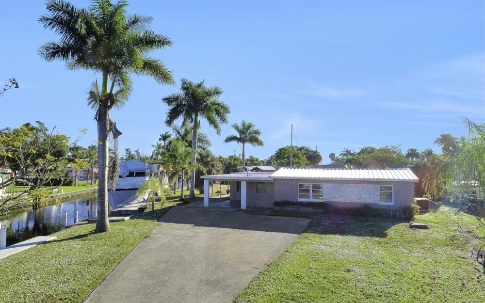 1156 Harbor Dr N. Fort Myers - Home For Sale 654379061