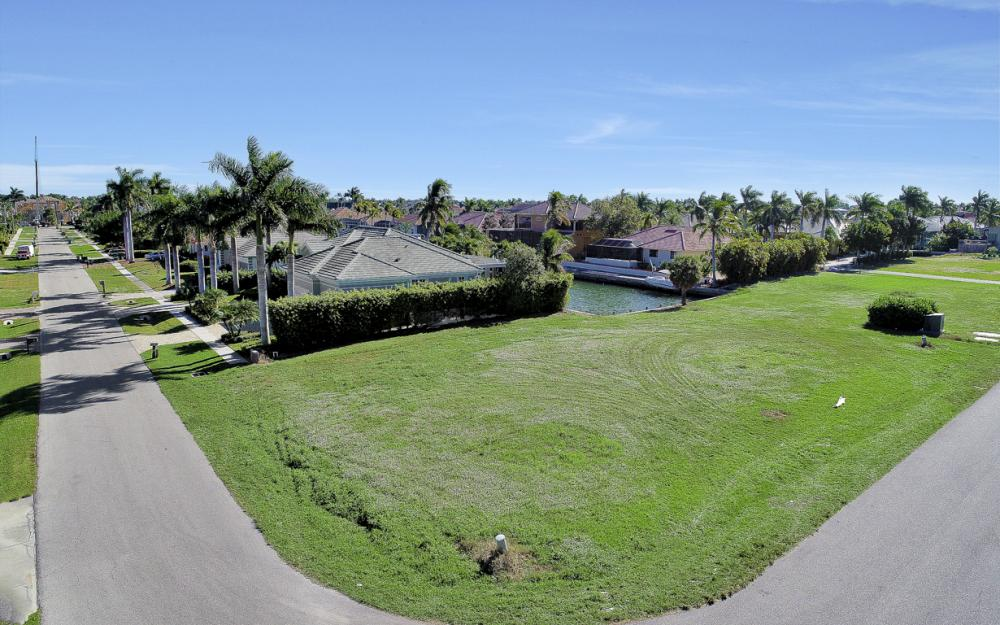 681 Partridge Ct, Marco Island - Lot For Sale 2033066075