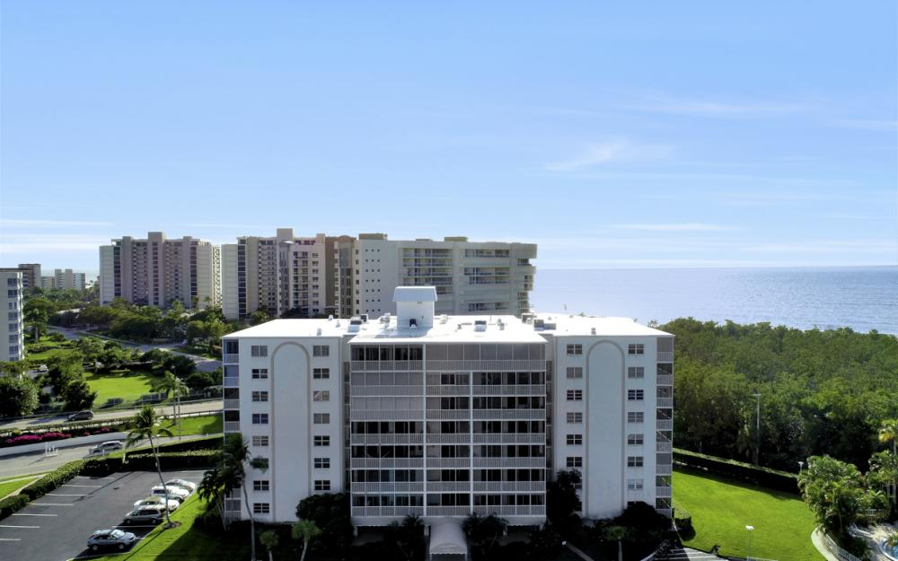 1 Bluebill Ave #109, Naples - Condo For Sale 1677767966