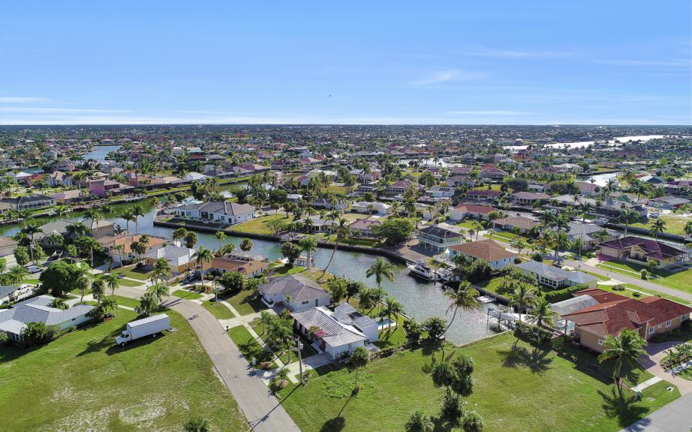 805 Saturn Ct, Marco Island - Home For Sale 300615922
