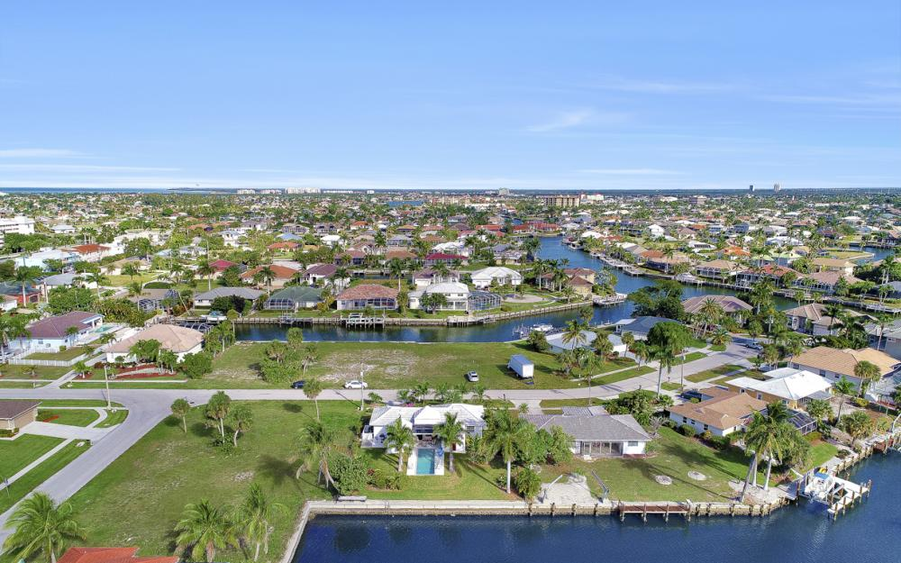 805 Saturn Ct, Marco Island - Home For Sale 1808243632