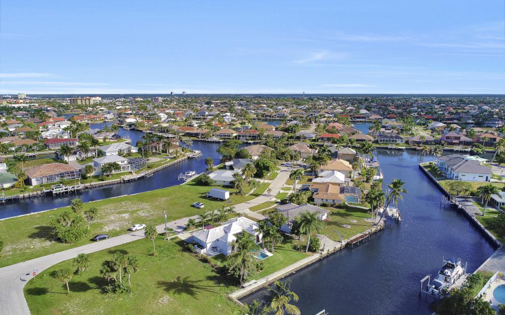 805 Saturn Ct, Marco Island - Home For Sale 347113694