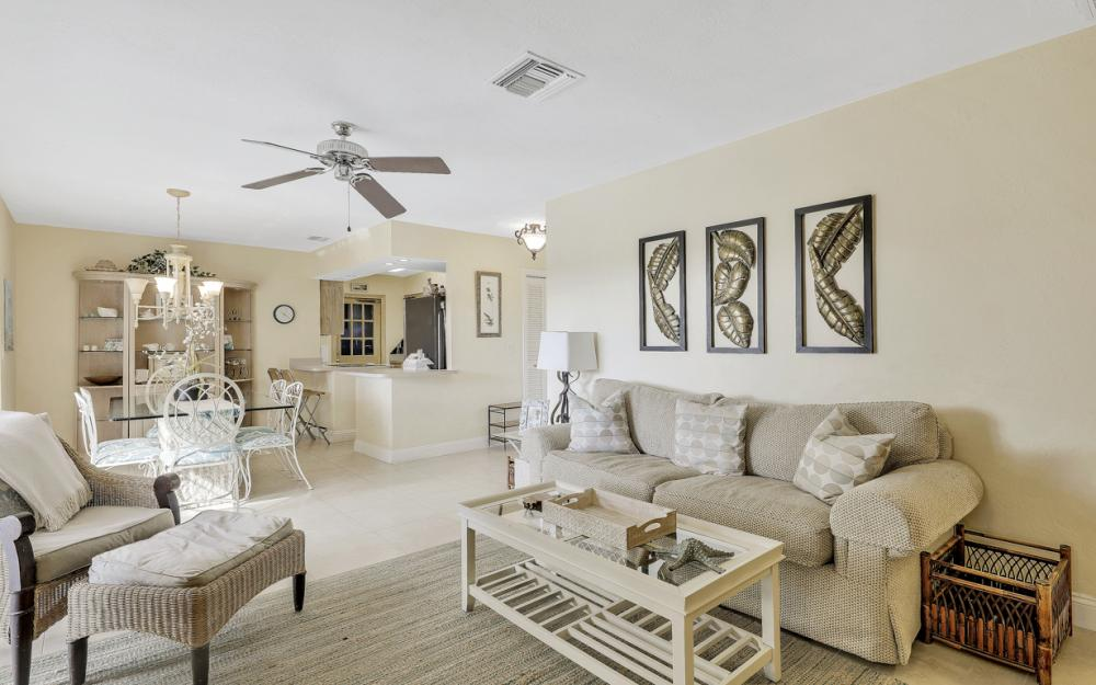 805 Saturn Ct, Marco Island - Home For Sale 635000653