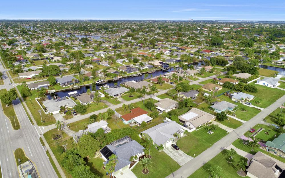 101 SE 43rd St, Cape Coral - Home For Sale 499521598