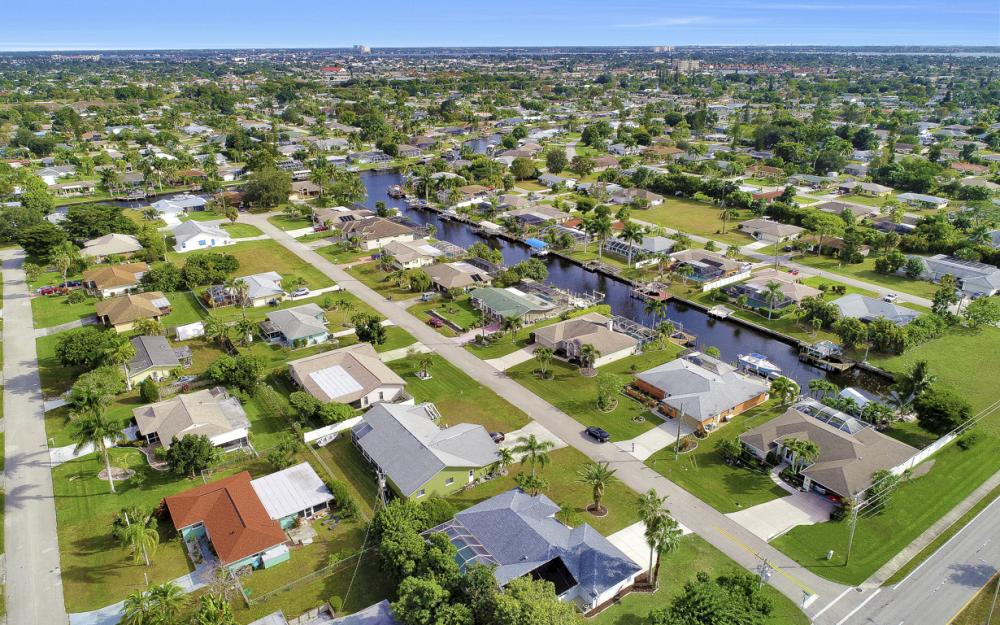 101 SE 43rd St, Cape Coral - Home For Sale 2027625943