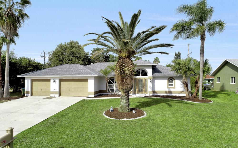 101 SE 43rd St, Cape Coral - Home For Sale 240303589