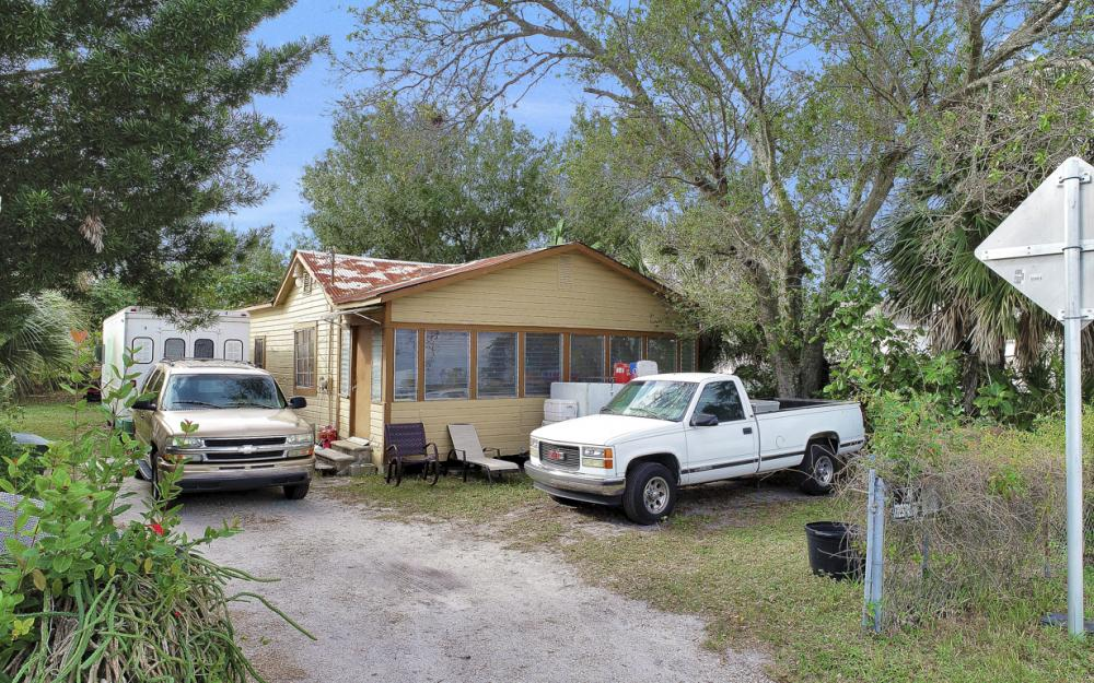 2765 Fowler St, Fort Myers - Commercial Building For Sale 390782058