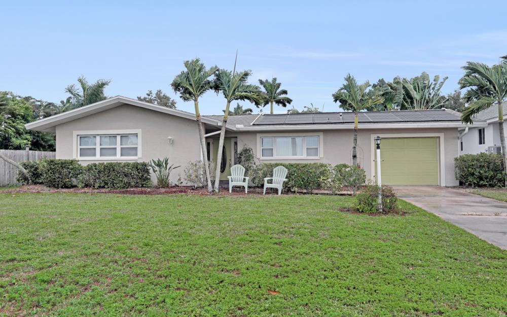 245 Bayshore Dr, Cape Coral - Home For Sale 61106682