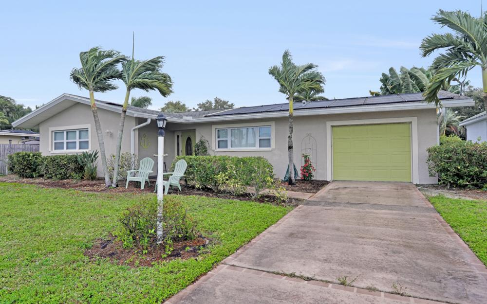 245 Bayshore Dr, Cape Coral - Home For Sale 438676186