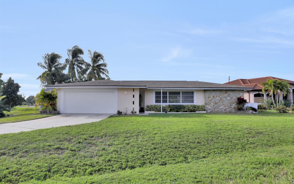 4132 SE 9th Pl Cape Coral - Home For Sale 1024694371