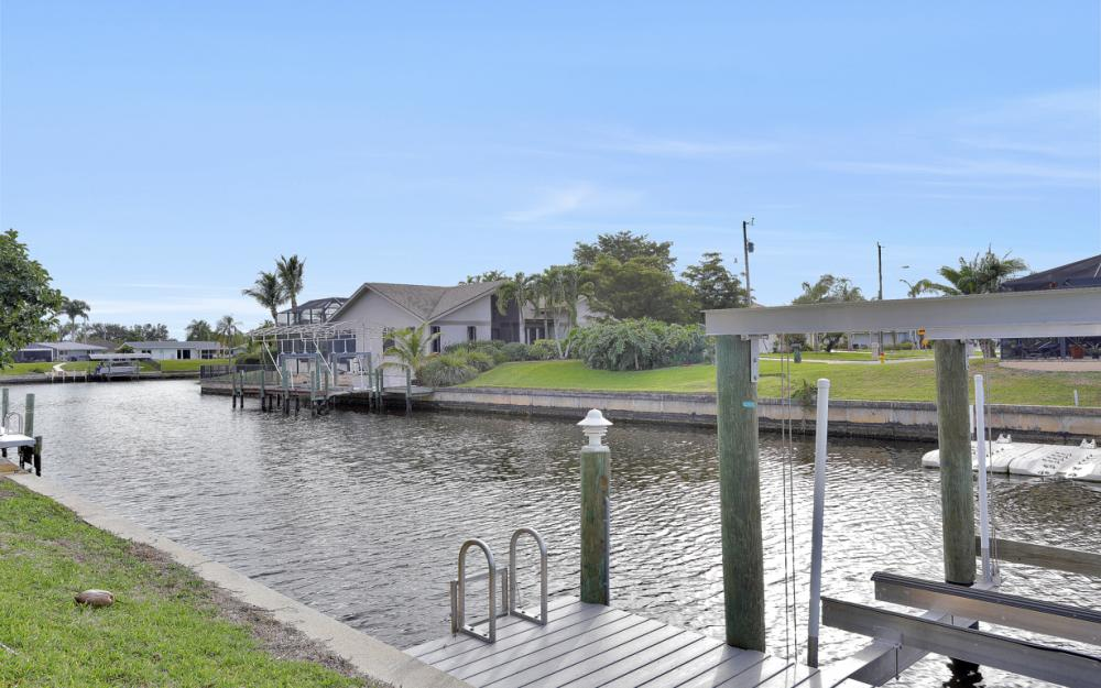 4132 SE 9th Pl Cape Coral - Home For Sale 722768970