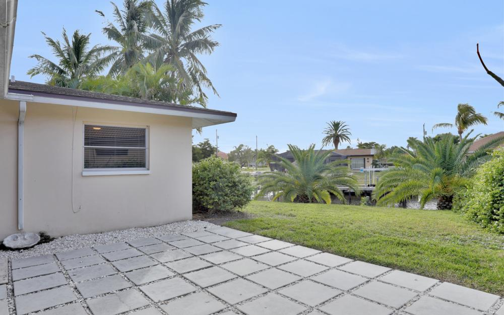 4132 SE 9th Pl Cape Coral - Home For Sale 217693788
