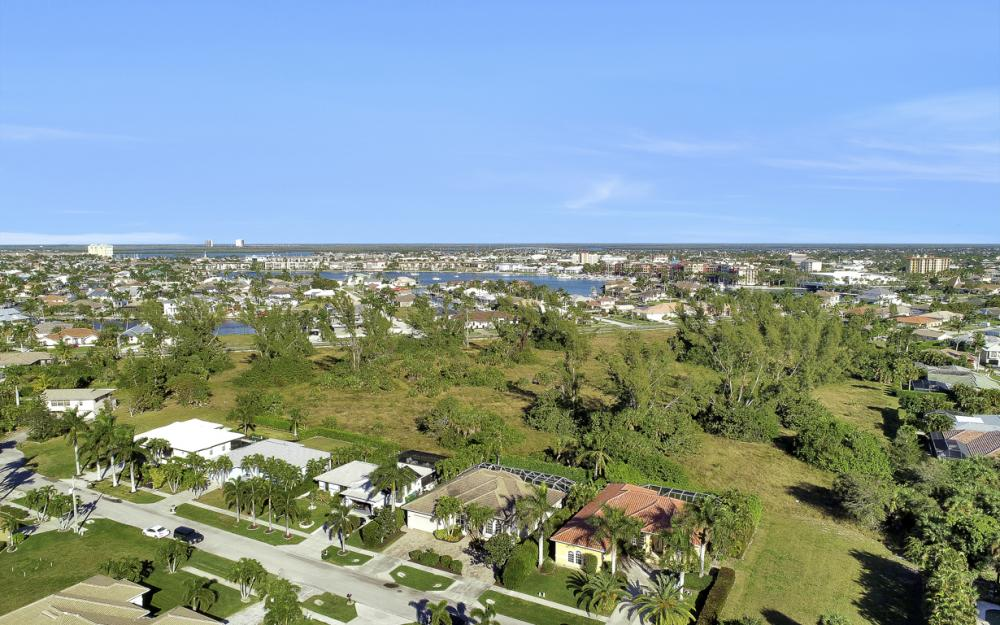 577 Somerset Ct, Marco Island - Home For Sale 1542175259