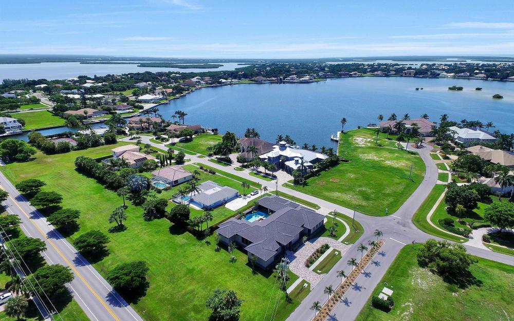 1600 Collingswood Ct, Marco Island - Home For Sale 759101736