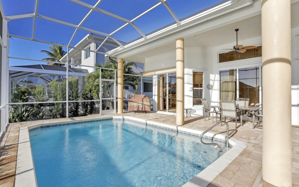 354 Edgewater Ct, Marco Island - Home For Sale 784340794