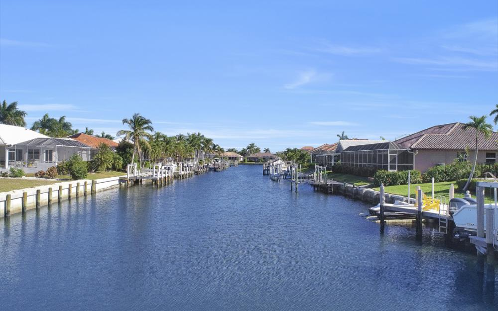 37 Templewood Ct, Marco Island - Home For Sale 357592410