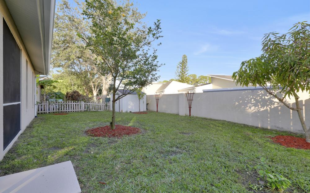 727 110th Ave N, Naples - Home For Sale 526036963