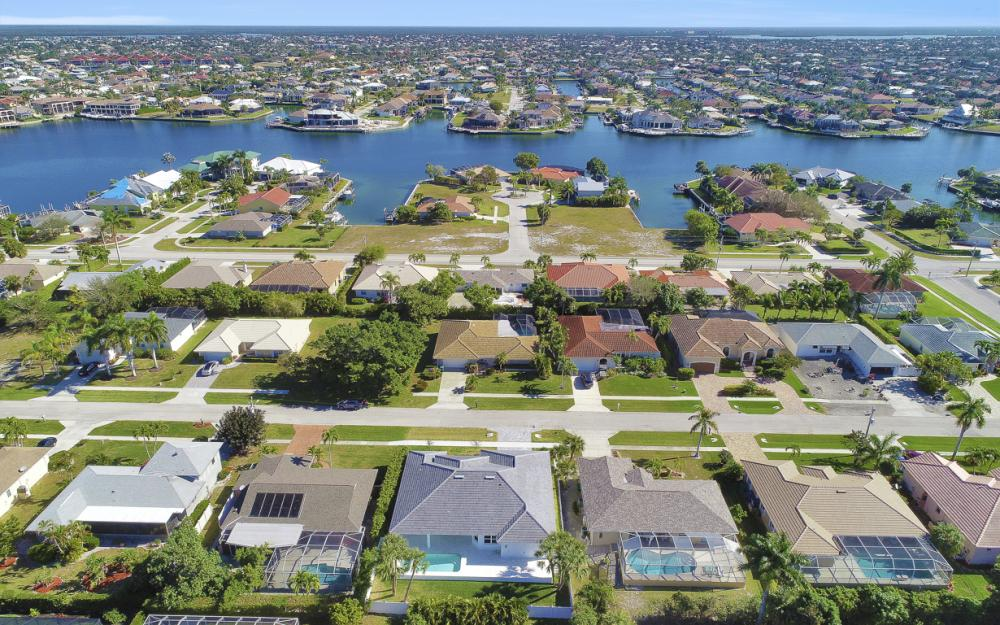 190 Beachcomber St, Marco Island - Home For Sale 544119172