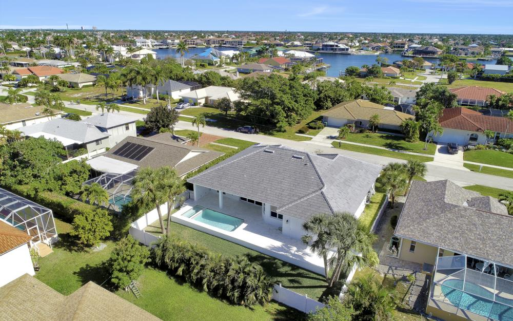 190 Beachcomber St, Marco Island - Home For Sale 2146954732