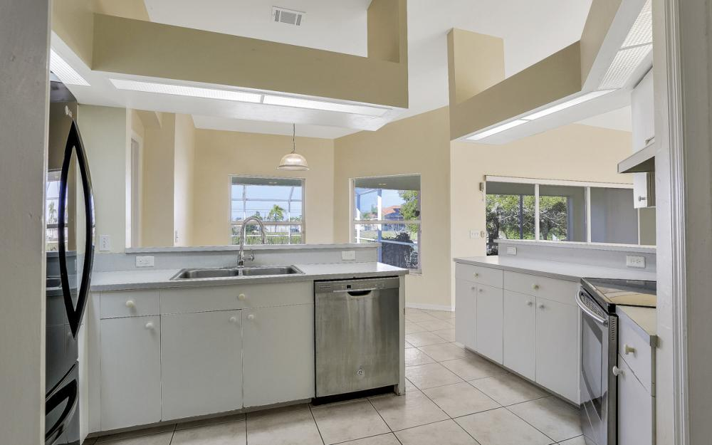 427 NW 8th Ter, Cape Coral - Home For Sale 8758649