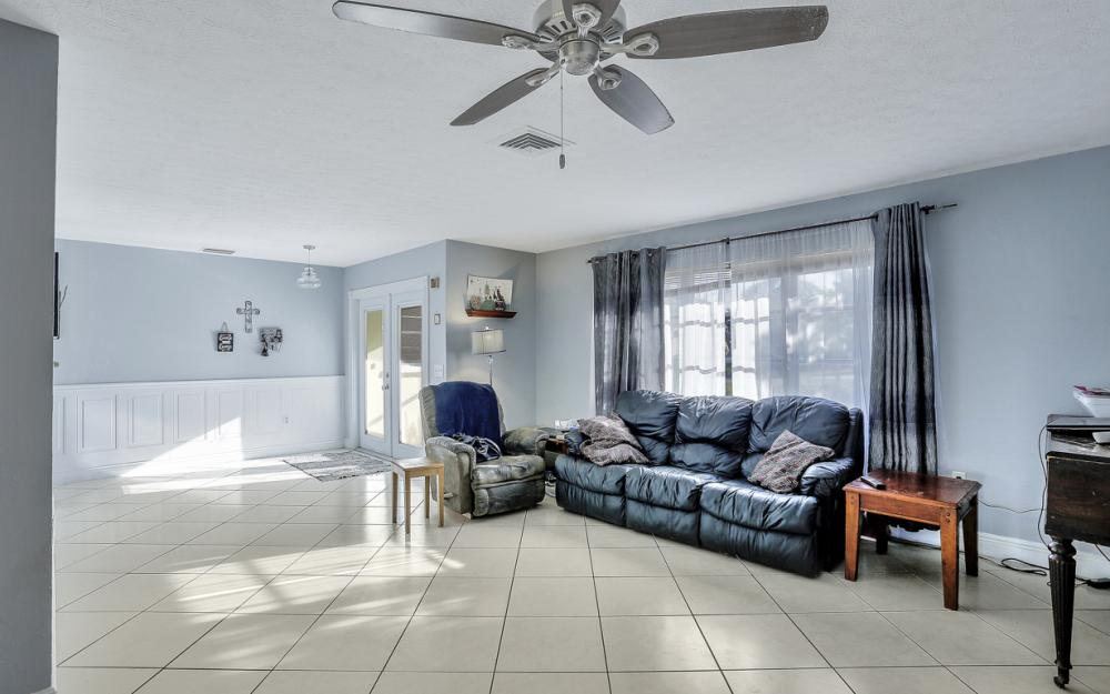 919 Dean Way, Fort Myers - Home For Sale 616401001