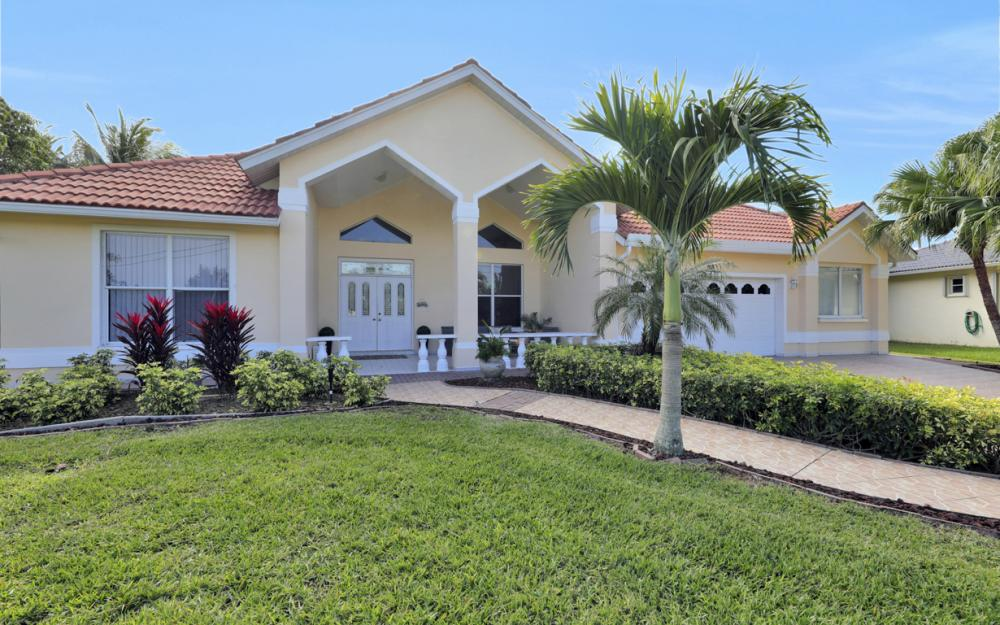 1702 SW 53rd Ln, Cape Coral - Home For Sale 402391917