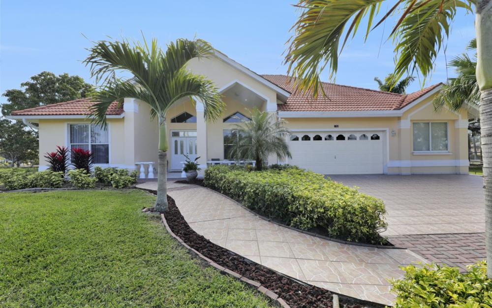 1702 SW 53rd Ln, Cape Coral - Home For Sale 2055781473