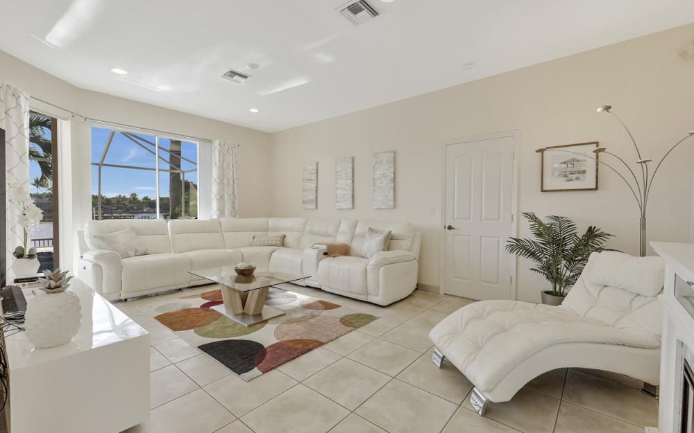 1702 SW 53rd Ln, Cape Coral - Home For Sale 293535582