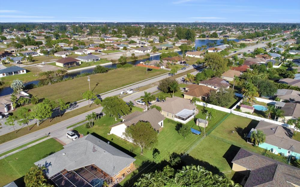 626 Gleason Pkwy, Cape Coral - Home For Sale 733313850