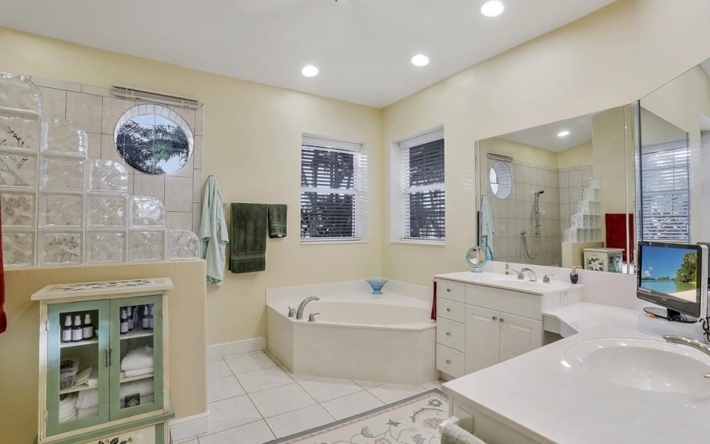 5515 SW 14th Ave, Cape Coral - Home For Sale 819233480
