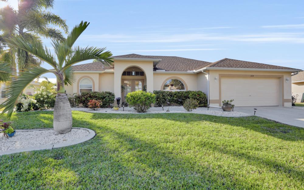 204 SE 15th Pl Cape Coral - Home For Sale 1893268853