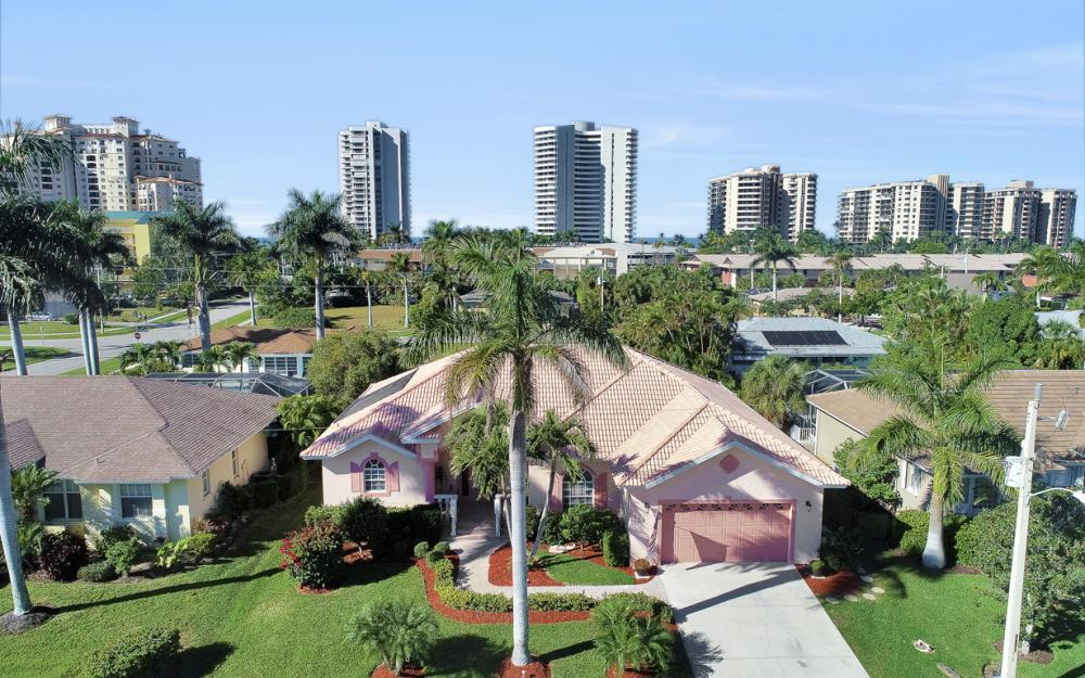 220 Beachcomber St, Marco Island - Home For Sale 27340544