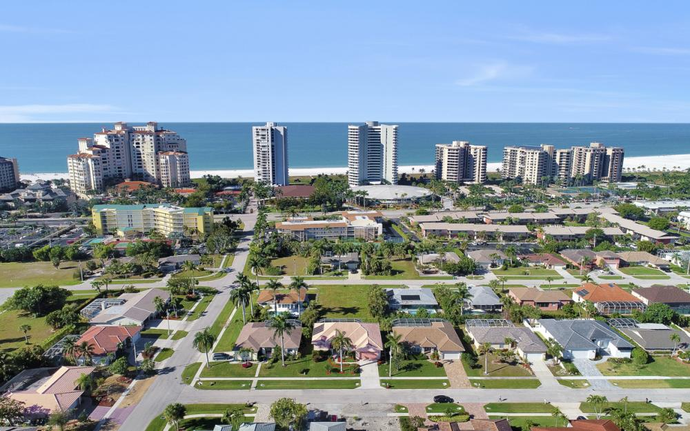 220 Beachcomber St, Marco Island - Home For Sale 714365534