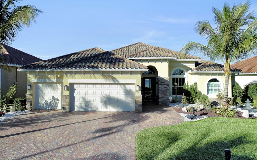 9055 Breakwater Dr, Naples - Home For Sale 677045936