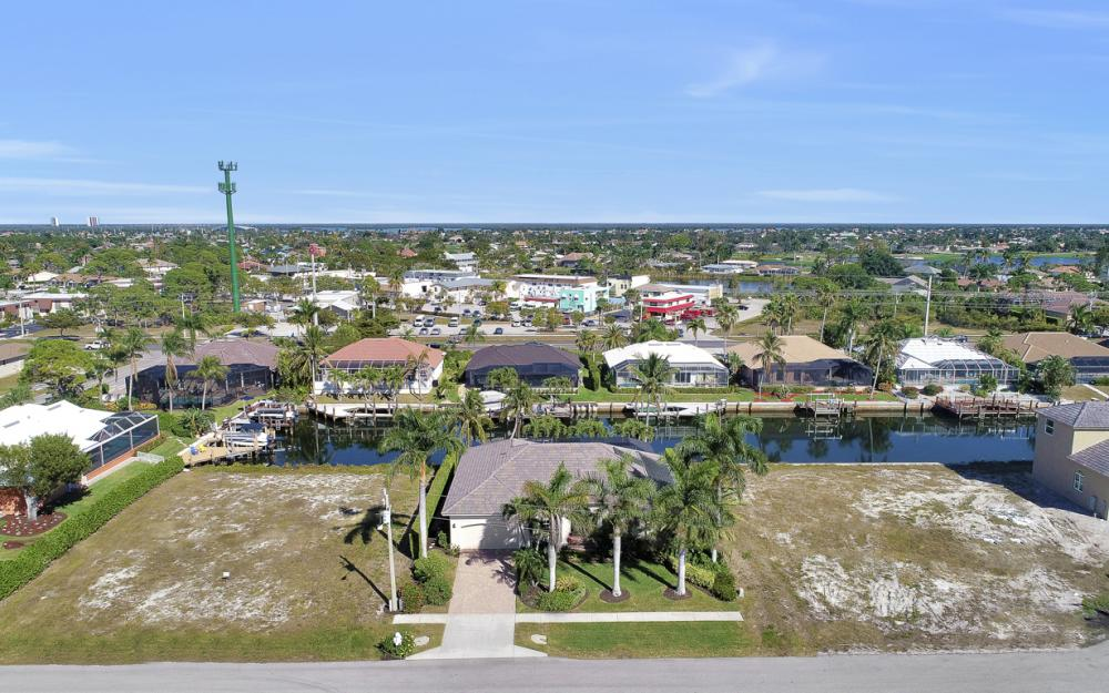 383 Wales Ct, Marco Island - Home For Sale 1871755197
