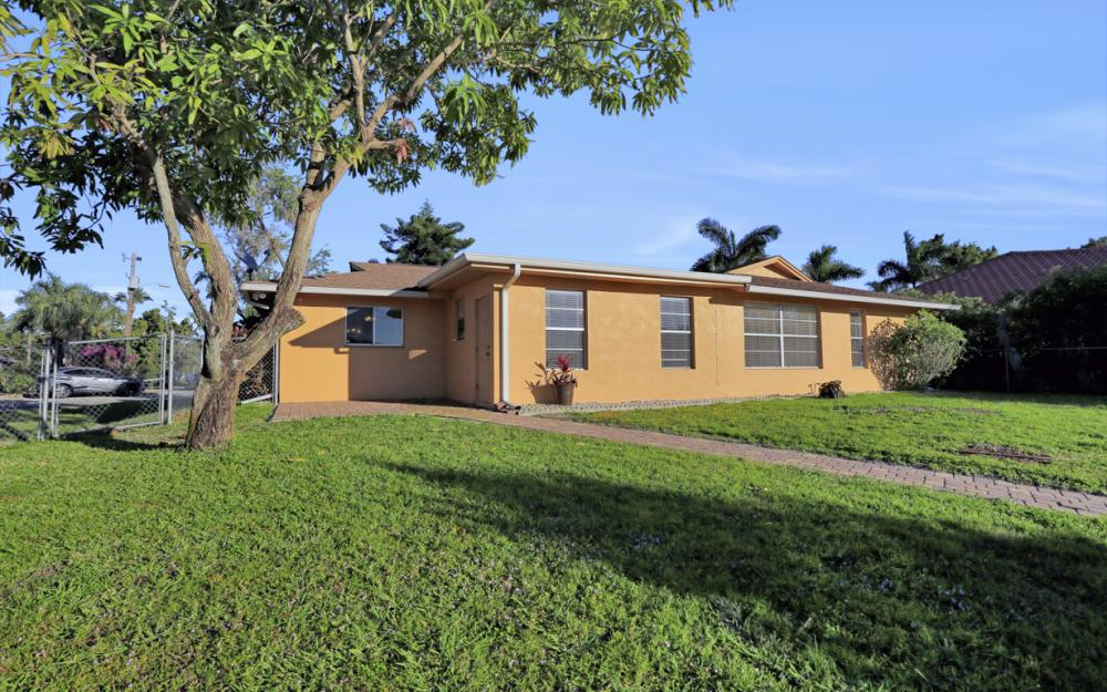 3316 SE 16th Pl Cape Coral - Home For Sale 587338303