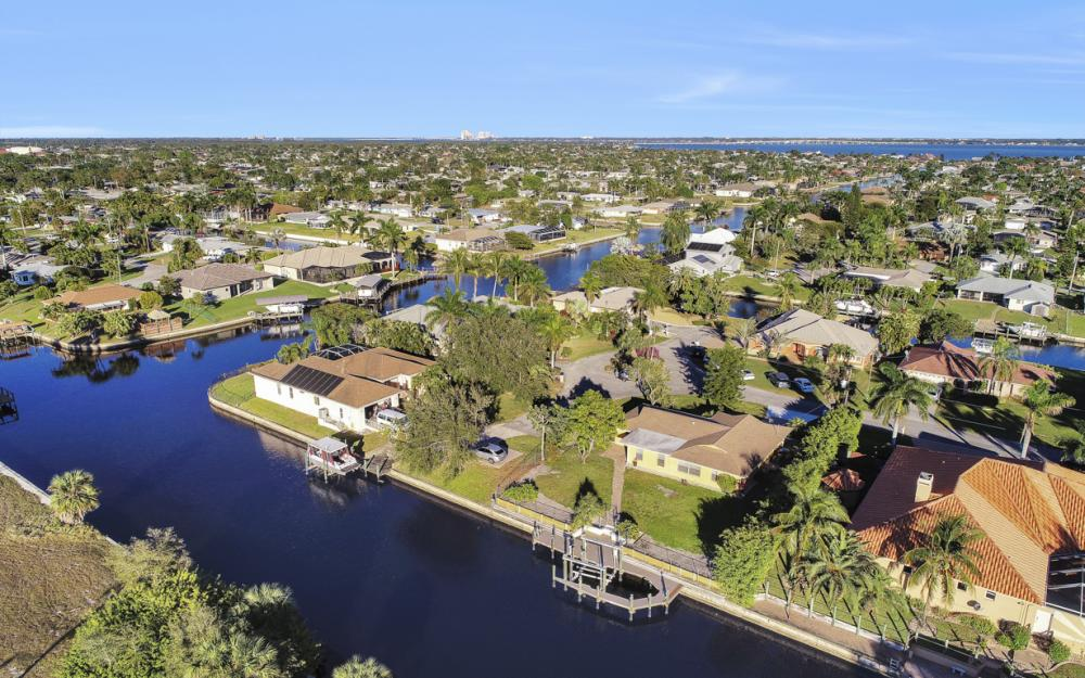 3316 SE 16th Pl Cape Coral - Home For Sale 444722147