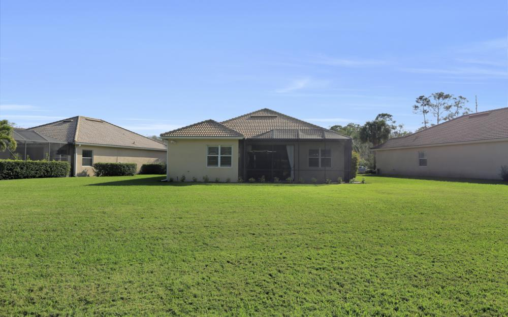 10563 Yorkstone Dr, Bonita Springs - Home For Sale 544928518
