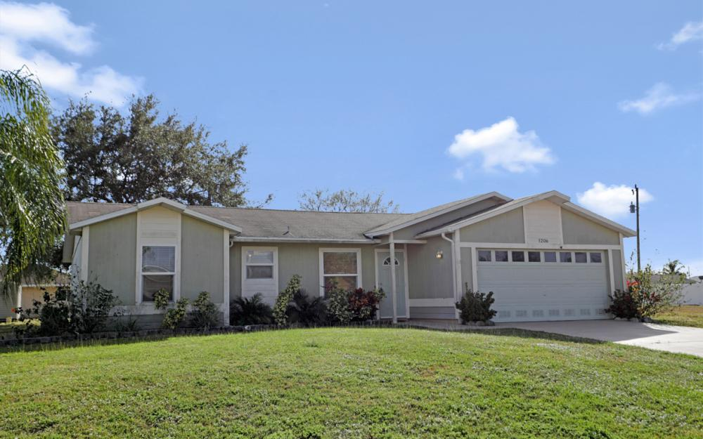 1206 SW 29th St, Cape Coral - Home For Sale 401989675