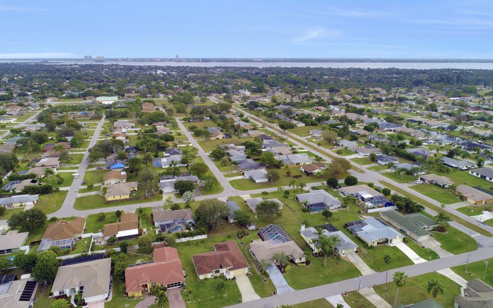 325 SE 21st Ave, Cape Coral - Home For Sale 1846506803