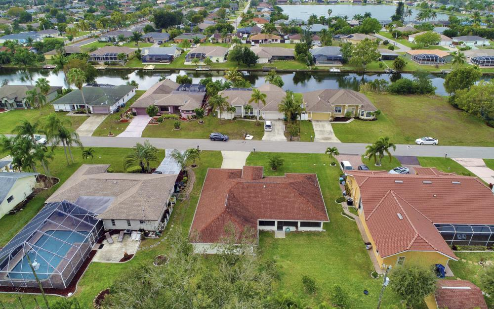325 SE 21st Ave, Cape Coral - Home For Sale 183381148