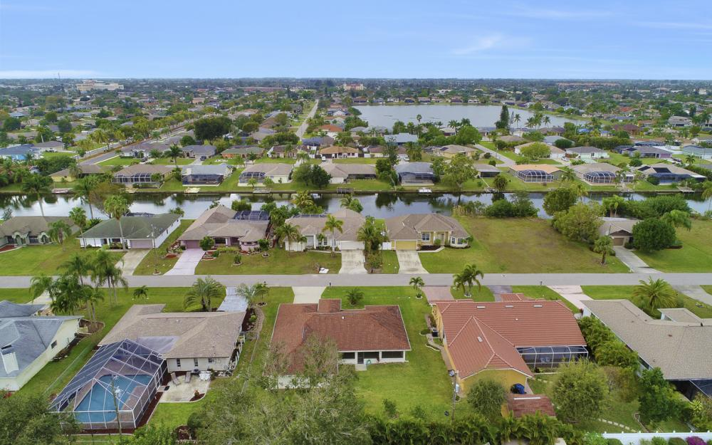325 SE 21st Ave, Cape Coral - Home For Sale 989405363