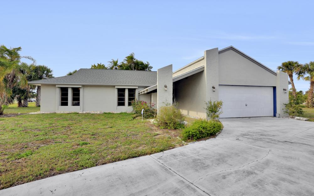 1613 Savona Pkwy, Cape Coral - Home For Sale 555030334