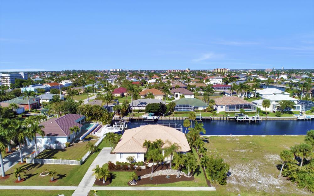 772 Saturn Ct, Marco Island - Home For Sale 688333328