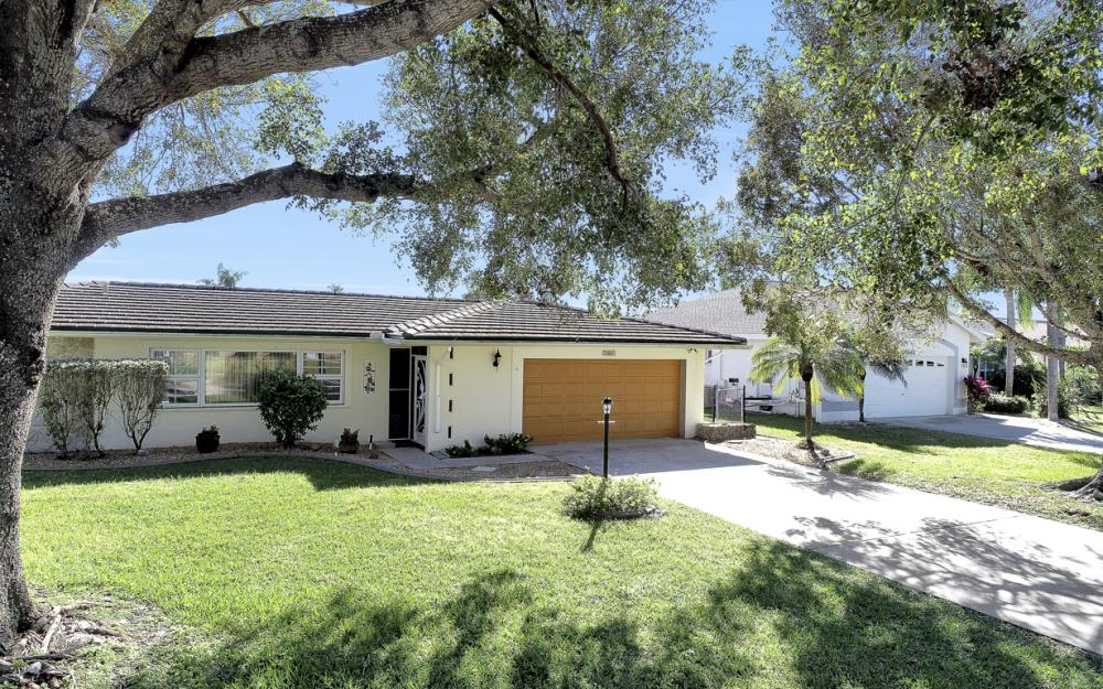 2004 Cornwallis Pkwy, Cape Coral - Home For Sale 356272947