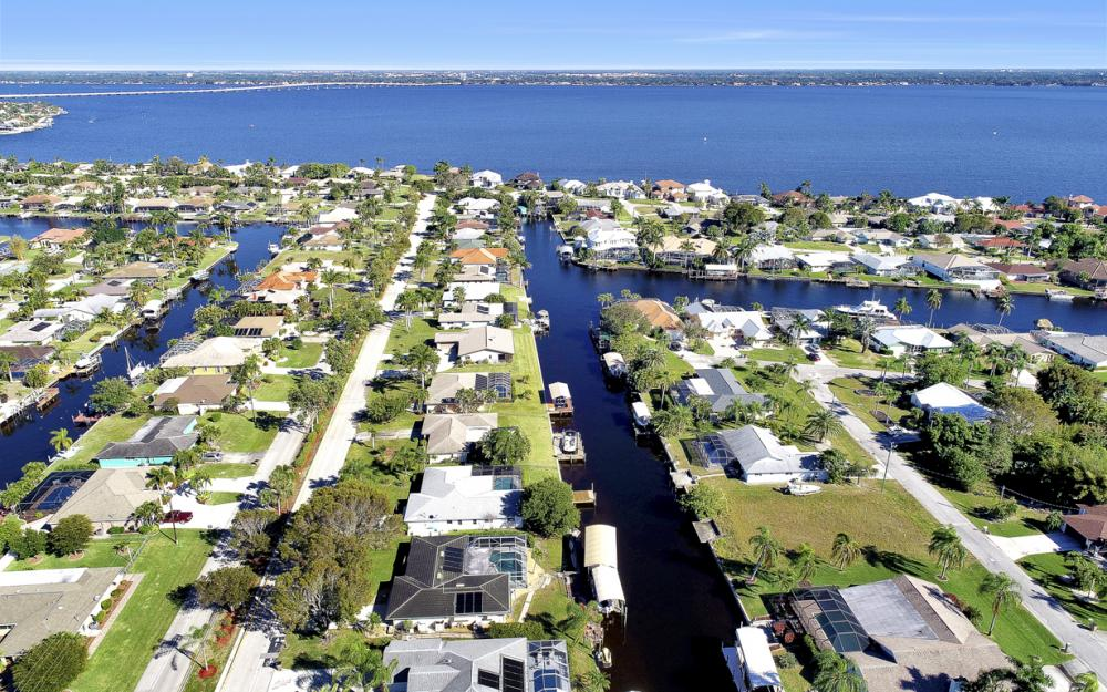 2004 Cornwallis Pkwy, Cape Coral - Home For Sale 1083449886